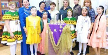 Церемония вручения библиотечных номинаций к юбилею школы.