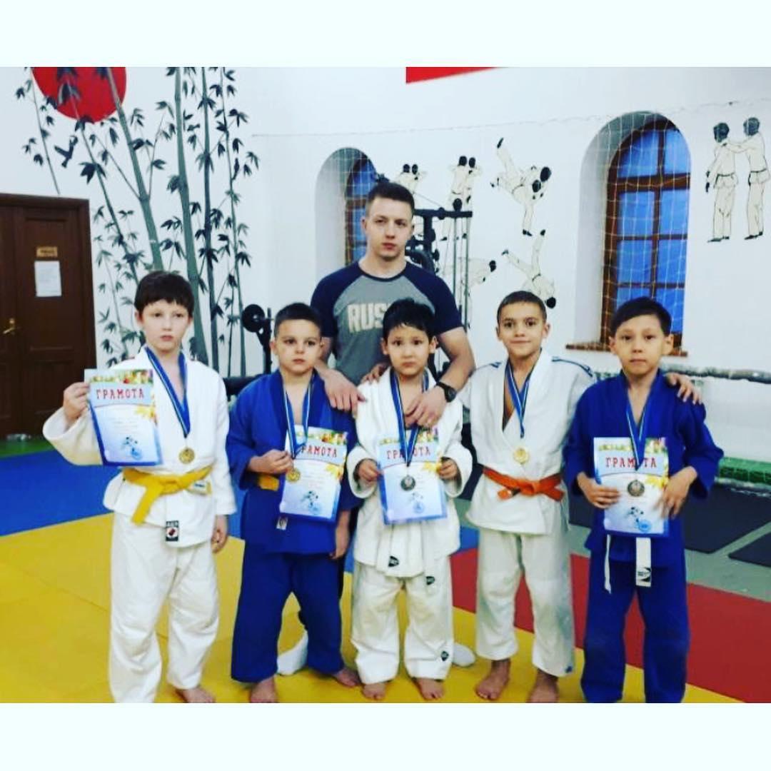Поздравляем юных спортсменов! 22 декабря 2018г. на Городском турнире по дзюдо Галаев Абдул-Малик и Яндиев Али, ученики 2Г класса, заняли первые места!!!