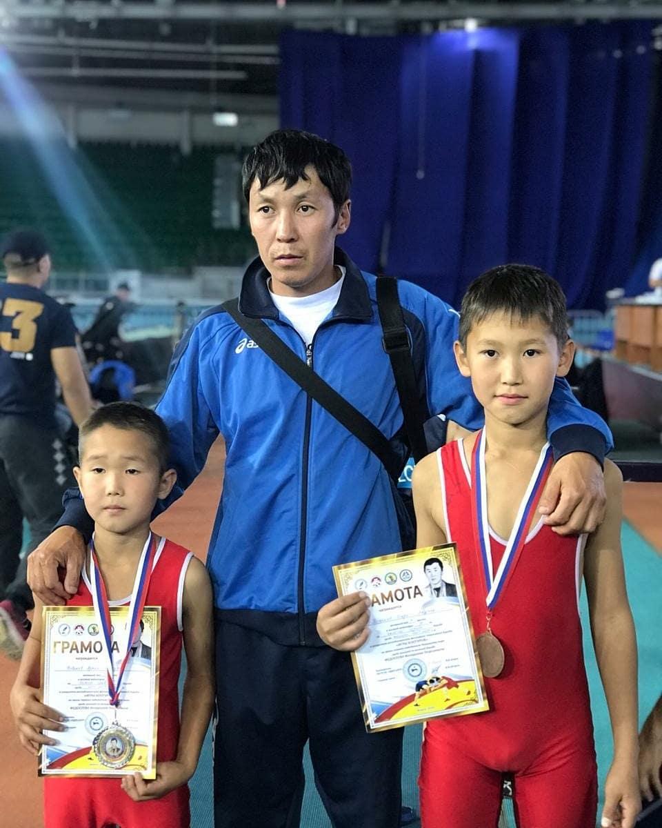 Поздравляем Тыркаева Игоря, ученика 5а класса, с успешным выступлением на республиканском соревновании по вольной борьбе. Желаем дальнейших спортивных успехов.