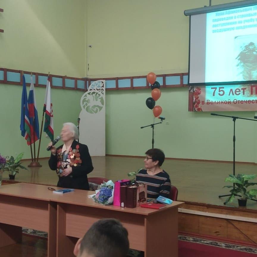 """Раиса Васильевна, участница ВОВ, рассказала про свою книгу """"Любимый и родной"""", в которой она писала о войне."""