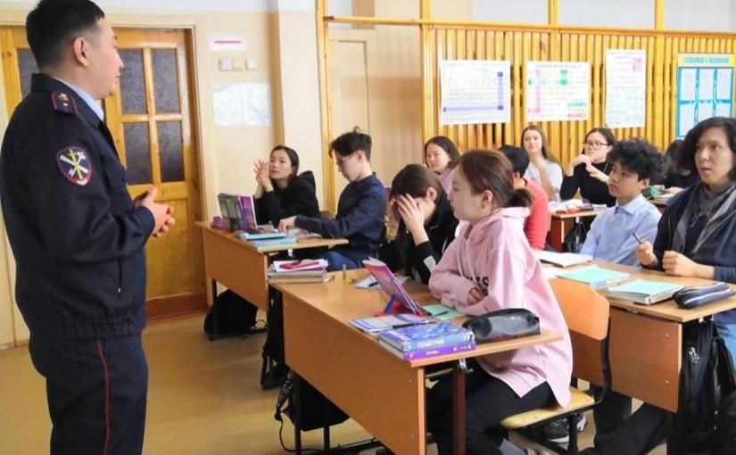 25 октября состоялись беседы со старшим инспектором ПДН Суздоловой Ириной Николаевной и рук пресс службы Тырылыгиным Филиппом Николаевичем у 9ых и 10ых классов.