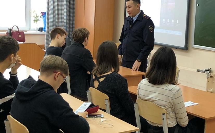 Сегодня в 10Б классе состоялась  встреча со старшим инспектором ПДН Суздаловой Ириной Николаевной и руководителем пресс-службы МВД Тырылгиным Филиппом Николаевичем