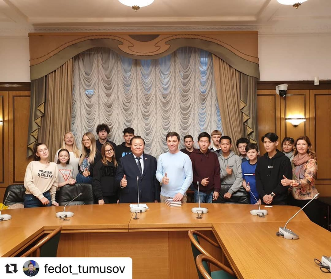 #Repost @fedot_tumusov with @make_repost ・・・ Сегодня гостями Госдумы были школьники из 33- й школы города Якутска. Они приехали на соревнования по полемике. Рассказал кратко о своей работе, пожелал удачи и успехов. Ответил на вопросы. Очень смышленые и дотошные рябята.