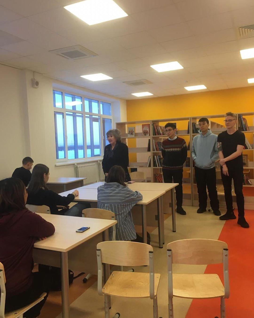 20 ноября, во Всероссийский день правовой помощи детям, 10а посетил смарт-библиотеку, где прошла встреча со студентами ЮФ СВФУ. Студенты провели беседу, общались с ребятами, провели викторину. Затем была экскурсия по библиотеке.  Ребята с удовольствием записались в новую библиотеку.